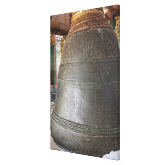 Impressão Em Tela Bell antiga no templo