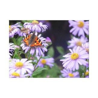 Impressão Em Tela Borboleta bonita em flores