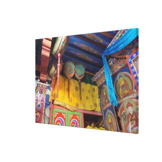 Impressão Em Tela Cilindros dentro de um templo