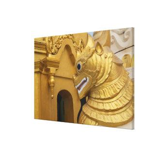 Impressão Em Tela Estátua dourada do leão no templo