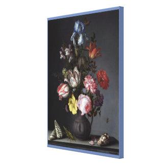 Impressão Em Tela Flores em um vaso com escudos e insetos