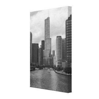 Impressão Em Tela Grayscale de Chicago River da torre do trunfo