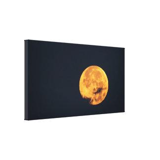 Impressão Em Tela Lua dourada nas nuvens