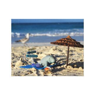 Impressão Em Tela Manfred o peixe-boi que relaxa na praia