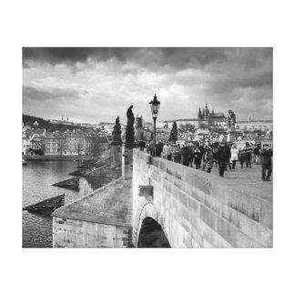 Impressão Em Tela na ponte de Charles sob um céu tormentoso em Praga