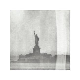 Impressão Em Tela Olhar da placa molhada da estátua da liberdade em