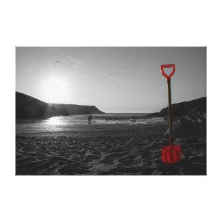 Impressão Em Tela Pá em uma praia no por do sol