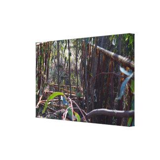 Impressão Em Tela Ponte rústica do pé do vintage através das árvores