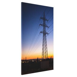 Impressão Em Tela Torre da eletricidade perto de uma área urbana
