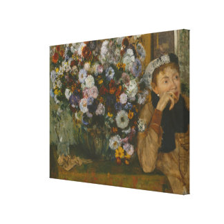 Impressão Em Tela Uma mulher assentada ao lado de um vaso das flores