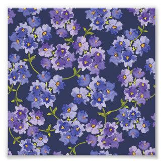 Impressão floral da foto das flores roxas do