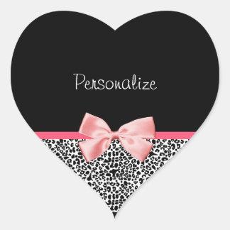 Impressão na moda do leopardo e fita cor-de-rosa adesivo coração