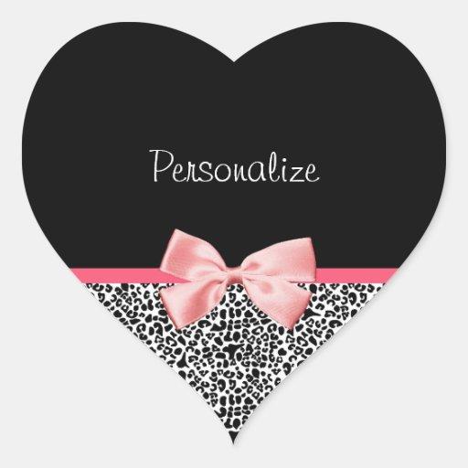 Impressão na moda do leopardo e fita cor-de-rosa adesivo em forma de coração