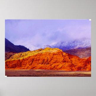 Impressão vermelho da rocha e das nuvens