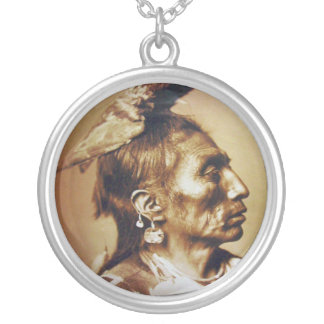 Indiano do nativo americano de Apsaroke do corvo Colar Com Pendente Redondo