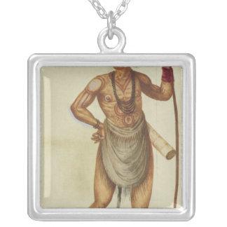Indiano na pintura de corpo colar com pendente quadrado