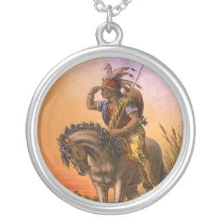 Indiano preto do nativo americano do falcão colar com pendente redondo