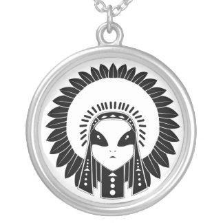 Indianos & colar dos aliens