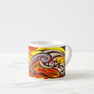 Inferno na caneca do café das rodas caneca de café