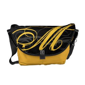 Inicial amarela fino do monograma do açafrão no pr bolsas mensageiro