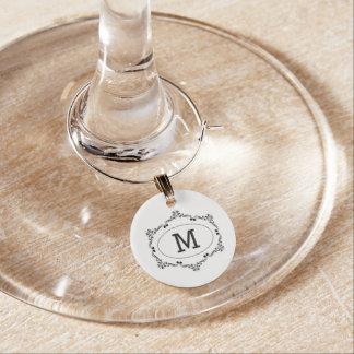 Inicial do costume enfeite de taças de vinho