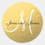 Inicial preta da etiqueta do favor do casamento do adesivo redondo