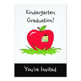 Inseto do convite da graduação do jardim de