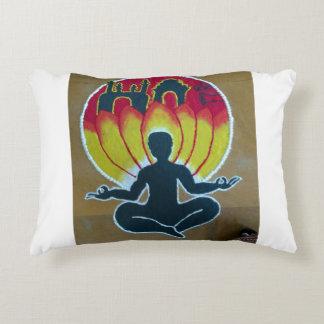 Inspirado pela meditação almofada decorativa