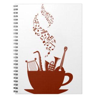 Instrumentos musicais e caderno espiral das notas