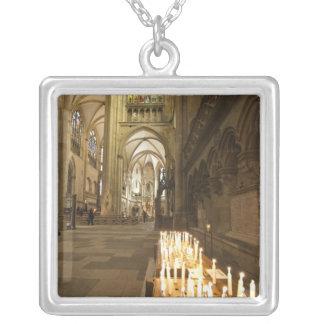 Interior da catedral de St Peter em Regensburg Colar Banhado A Prata