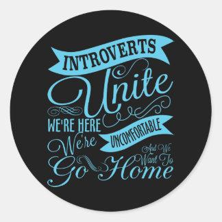 Introverts unem a etiqueta