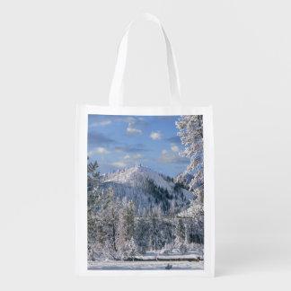 Inverno no parque nacional de Yellowstone, Wyoming Sacolas Reusáveis