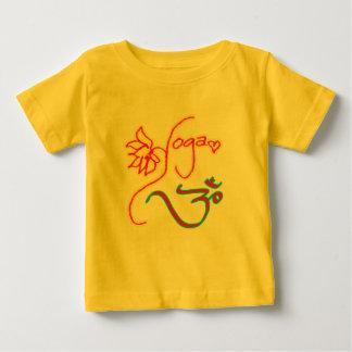Ioga da flor de Lotus e t-shirt da criança do símb