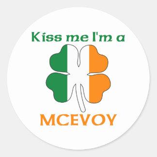 Irlandeses personalizados beijam-me que eu sou adesivos redondos