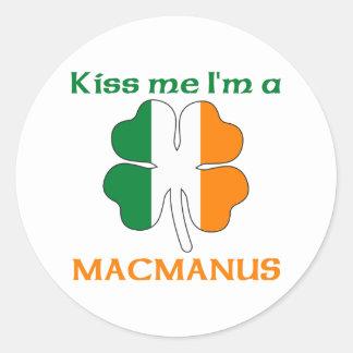 Irlandeses personalizados beijam-me que eu sou adesivos em formato redondos