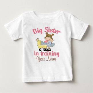 Irmã mais velha no t-shirt personalizado camiseta para bebê