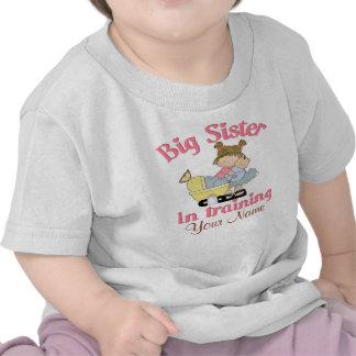 Irmã mais velha no t-shirt personalizado treinamen