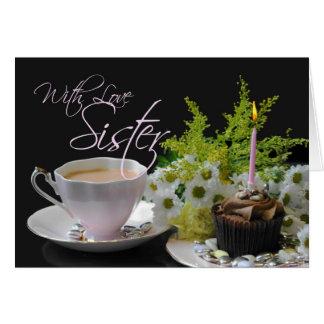 Irmã que um bolo do chá do chá do aniversário Yum Cartão Comemorativo