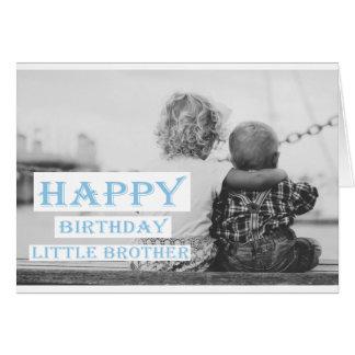 Irmão mais novo do feliz aniversario cartão de nota