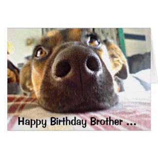 Irmão um que do feliz aniversario eu olho acima a! cartão comemorativo