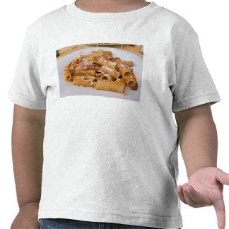 Italia, Positano. Placa da exposição de rigatoni. Camisetas