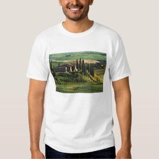 Italia. Uma casa de campo pastoral de Toscânia em Tshirts