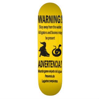 Jacarés e skate de advertência dos cobras