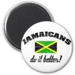 Jamaicano melhora imãs de refrigerador