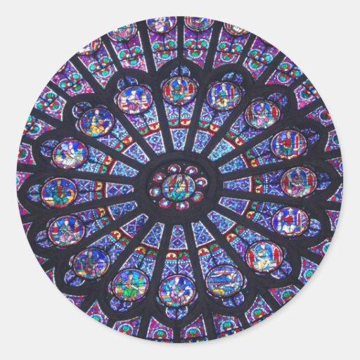 Janela cor-de-rosa de Notre Dame Adesivos Em Formato Redondos