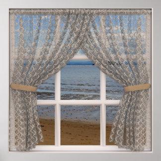 Janela da opinião do mar com cortinas de laço pôster