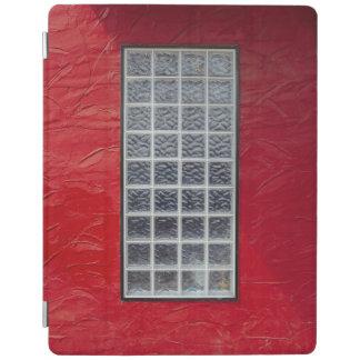 Janela de vidro em uma parede vermelha capa smart para iPad