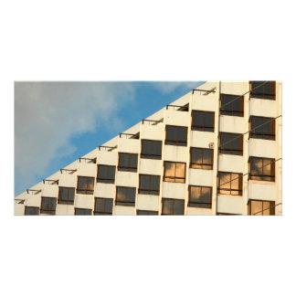 Janelas do hotel cartão com foto