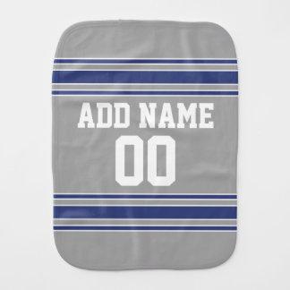 Jérsei de equipe com nome e número feitos sob fraldas de ombro