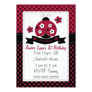 Joaninha vermelho com as flores brancas & pretas convites personalizado